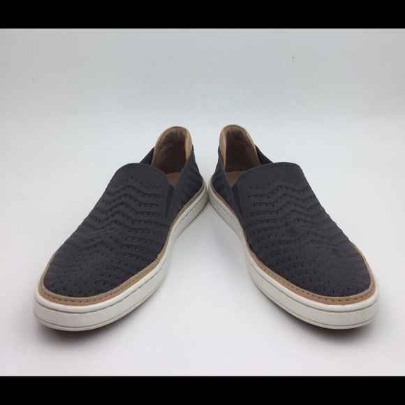 UGG Sammy Slip-On Sneaker sz8.5